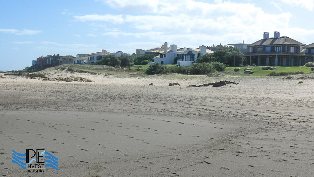 View of the first line of houses on the beach